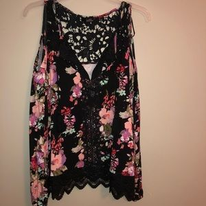BKE boutique cold shoulder floral top
